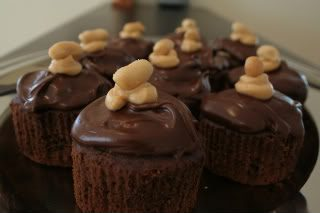 Peanut Butter Creme Cupcakes with Chocolate Peanut Butter Ganache