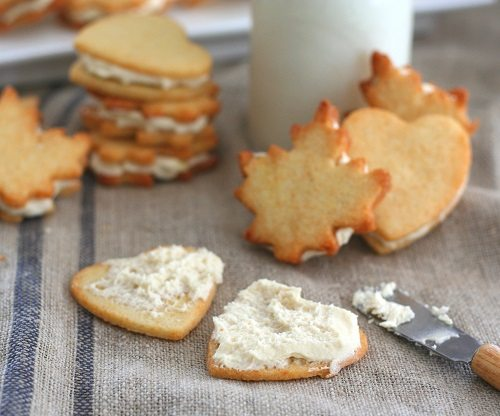 Low Carb Maple Cream Sandwich Cookie pulled apart