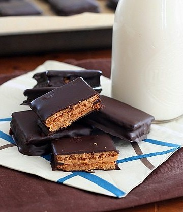 Low Carb Chocolate-Covered Peanut Butter Graham Crackers