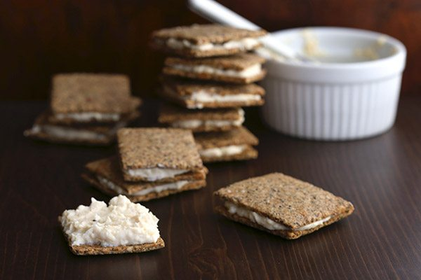 Low carb crackers with spreadable cheddar cheese