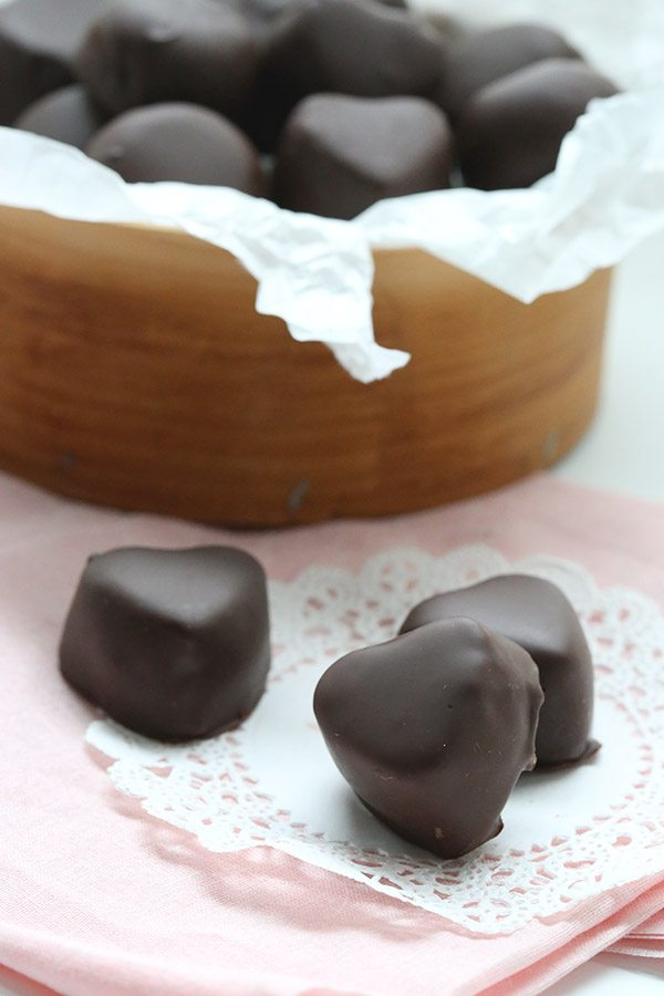 Wrap up a box of these sugar-free, low carb marzipan hearts for your Valentine this year!