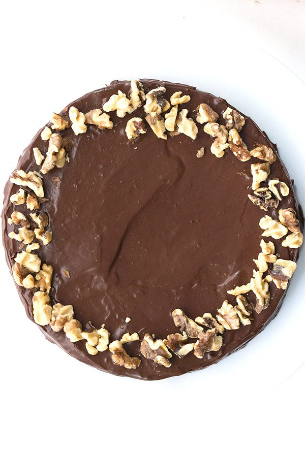 Delicious and healthy flourless chocolate walnut torte. Low carb and sugar-free