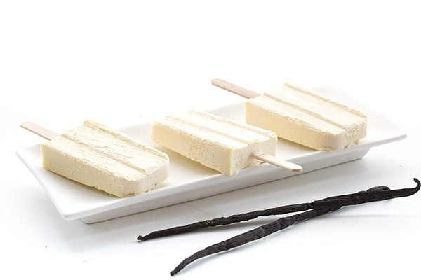 Enjoy a healthy summer with these low carb, sugar-free vanilla pudding pops.