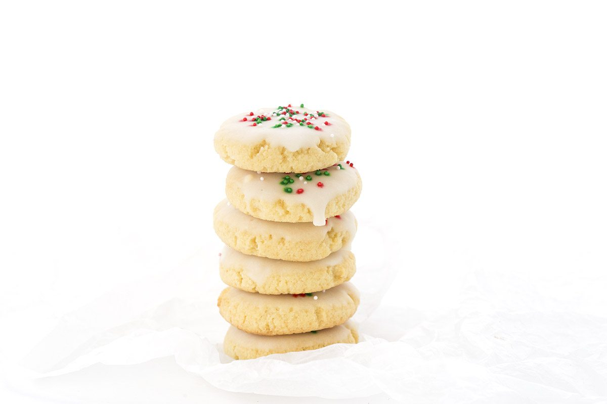 These tender almond flour cookies are sugar-free and have a classic anise flavor.